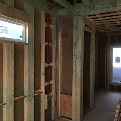 性能 外壁2 × 6工法による耐震性をアップ。壁140mm、屋根400mmの北海道クラスの断熱性能。